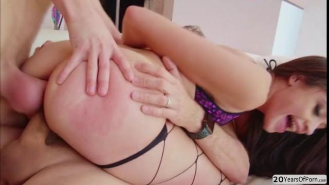 Teen slut Avi Love gets double penetration