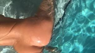 Kiki Freaky Booty Twerk in Public Pool